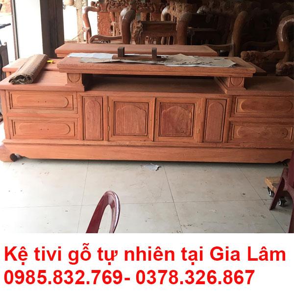 Kệ tivi gỗ tự nhiên tại GIa Lâm